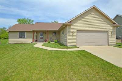Evansville Single Family Home For Sale: 716 Orchard View Dr