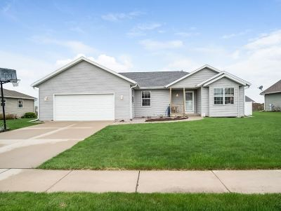 Sauk City Single Family Home For Sale: 2004 Nighthawk Ln