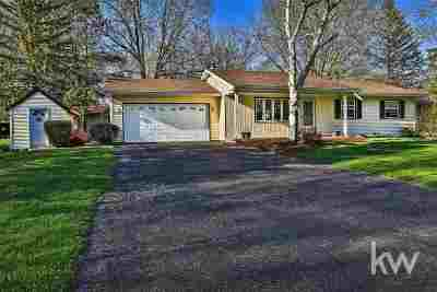 Jefferson County Single Family Home For Sale: W7088 Lee St