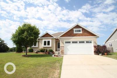 Mazomanie Single Family Home For Sale: 106 E 4th St