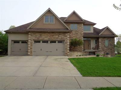 Waunakee Single Family Home For Sale: 702 Pleasant Valley Pky