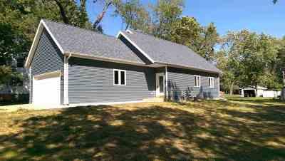 Edgerton Single Family Home For Sale: 90 Oak St