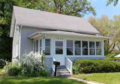 Rock County Single Family Home For Sale: 1854 Dewey Ave