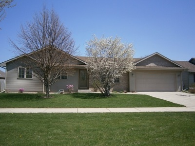 Janesville Single Family Home For Sale: 2710 N Wuthering Hills Dr