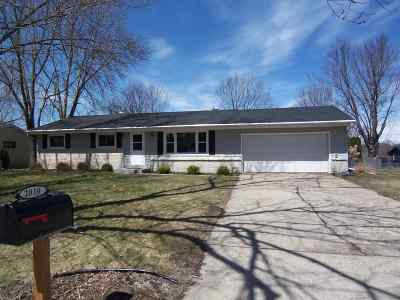 Janesville Single Family Home For Sale: 2010 Meadow Ln