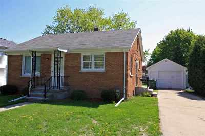 Dodge County Single Family Home For Sale: 205 Wayland St