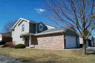 Waunakee Condo/Townhouse For Sale: 322 Castle Oaks Crossing
