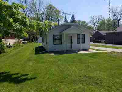 Walworth County Single Family Home For Sale: 401 Delavan Dr