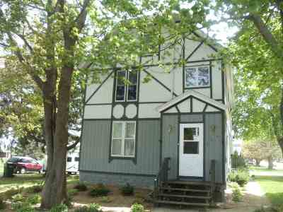 Dodge County Single Family Home For Sale: 703 Sawyer St