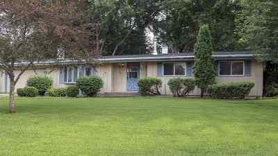 Dodge County Single Family Home For Sale: 613 Mohawk Cir