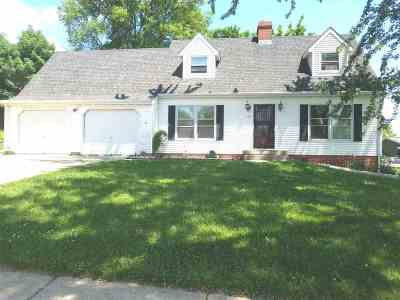 Marshall Single Family Home For Sale: 204 Bentwood Dr