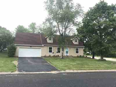 Dane County Single Family Home For Sale: 104 Autumn Ln