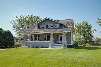 Green County Single Family Home For Sale: 330 E School St