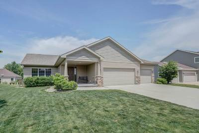 Sun Prairie Single Family Home For Sale: 1388 Heritage Ln
