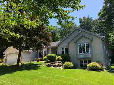 Cottage Grove Single Family Home For Sale: 425 Clearbrooke Terr