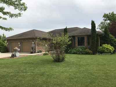 Sun Prairie Single Family Home For Sale: 1743 Greenway Rd