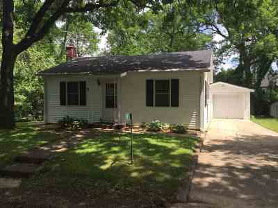 Stoughton Single Family Home For Sale: 1876 Oak Dr