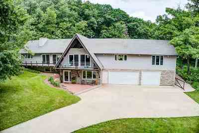 Iowa County Single Family Home For Sale: 4983 Pikes Peak Rd