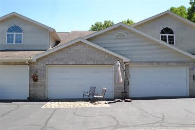 Lodi Condo/Townhouse For Sale: W11555 Island View Ct