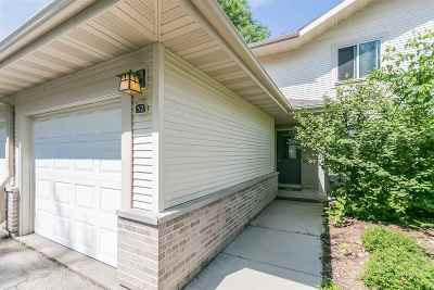 Madison Condo/Townhouse For Sale: 52 Waunona Woods Ct