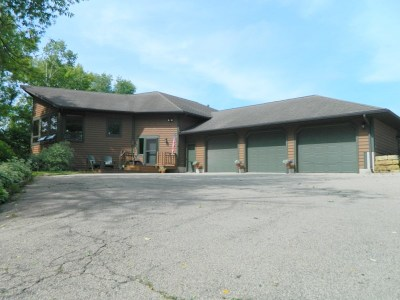 Mount Horeb Single Family Home For Sale: 3305 Sugar Valley Rd
