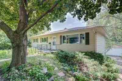 Dane County Single Family Home For Sale: 1653 Sunfield St