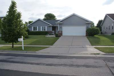 Cottage Grove Single Family Home For Sale: 106 Donegal Dr