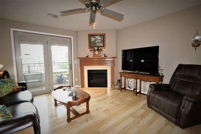 Sun Prairie Condo/Townhouse For Sale: 2581 Smith's Crossing #211