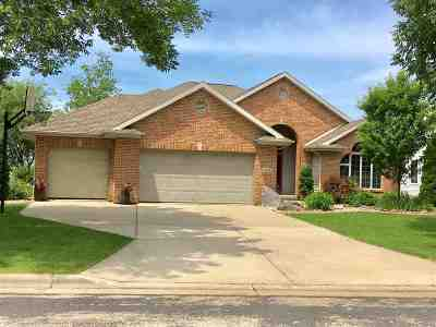 Sun Prairie Single Family Home For Sale: 1264 Mockingbird Ln