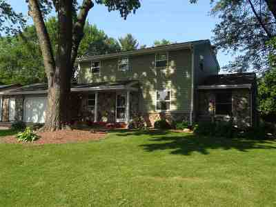 Janesville Single Family Home For Sale: 1216 Somerset Ct