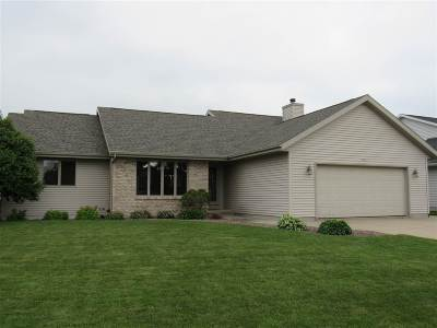 Janesville Single Family Home For Sale: 2120 Savanna Dr