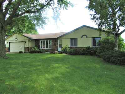 Janesville Single Family Home For Sale: 3820 Beacon Hill Dr