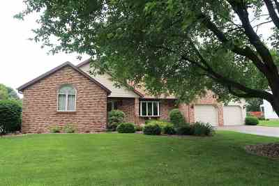 Dane County Single Family Home For Sale: 6769 Sunset Meadow Dr