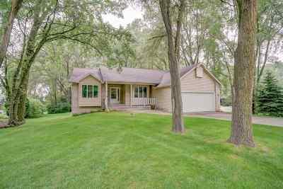 Stoughton Single Family Home For Sale: 2887 Golden Cir