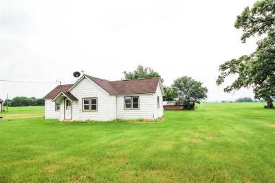 Prairie Du Sac WI Single Family Home For Sale: $168,000