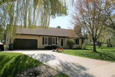 Sun Prairie Single Family Home For Sale: 6264 Devonshire Ln