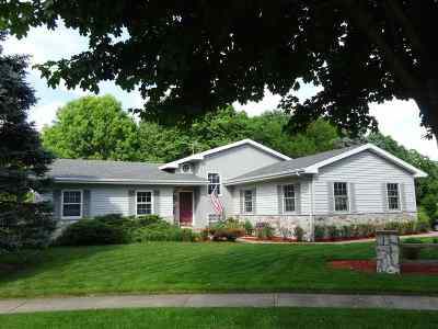 Waunakee Single Family Home For Sale: 1102 Dover Ct
