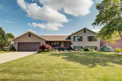Janesville Single Family Home For Sale: 3412 Candlewood Dr
