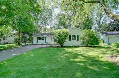 Fitchburg Single Family Home For Sale: 5405 Meadowood Dr