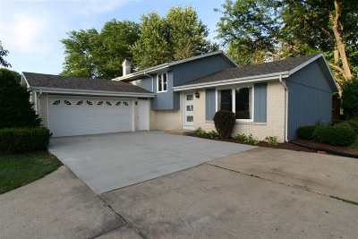 Janesville Single Family Home For Sale: 854 Suffolk Dr