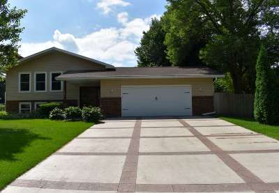 Waunakee Single Family Home For Sale: 102 Kensington Ln