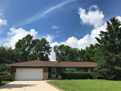 Sun Prairie Single Family Home For Sale: 462 Jeanne Ct