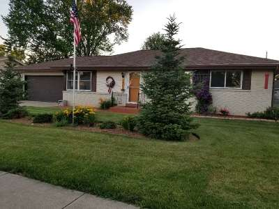 Janesville Single Family Home For Sale: 1405 N Claremont Dr
