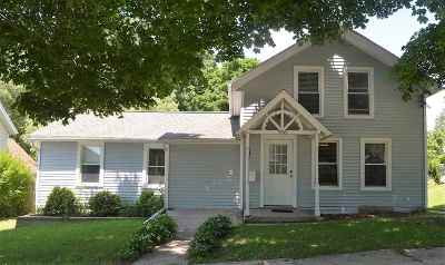 Stoughton Single Family Home For Sale: 916 Clay St