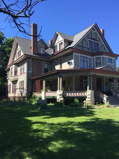 Janesville Single Family Home For Sale: 515 St Lawrence Ave