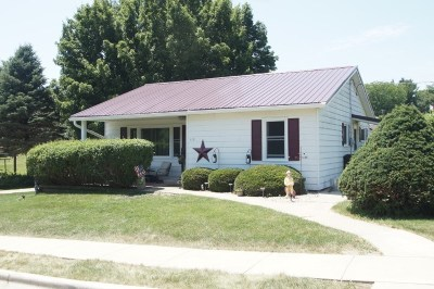 Iowa County Single Family Home For Sale: 110 N Lindsey St
