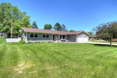 Deforest Single Family Home For Sale: 724 Russell St