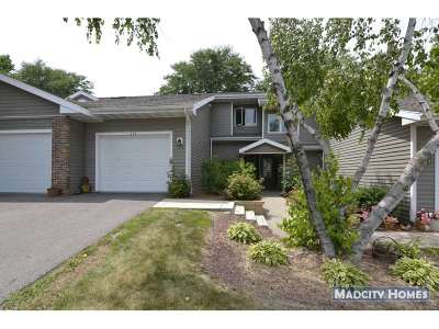 Waunakee Condo/Townhouse For Sale: 111 Meadow Oak Tr