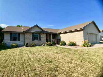 Janesville Single Family Home For Sale: 4051 Kingsford Dr