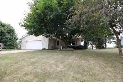 Sauk County Single Family Home For Sale: 913 Lone Tree Ln